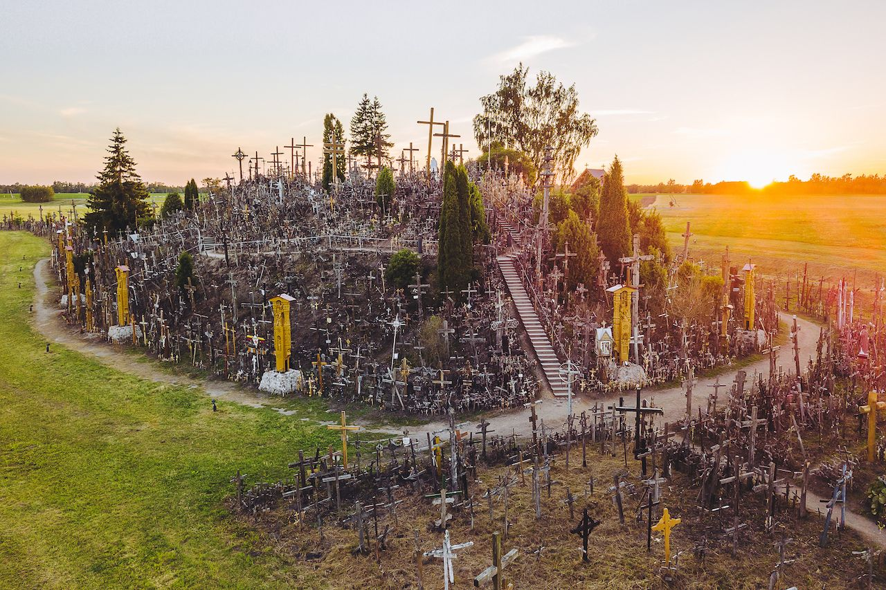 hill-of-crosses-lithuania3
